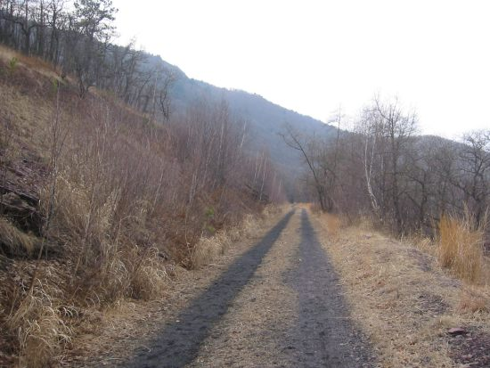 The upper bed (L&NE Trail) has a smooth surface and great views.